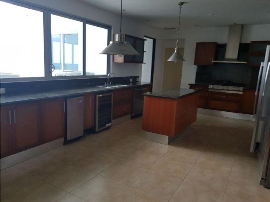 comodo apartamento en venta en costa del este