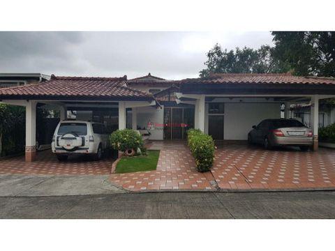 amplia casa en venta en la alameda