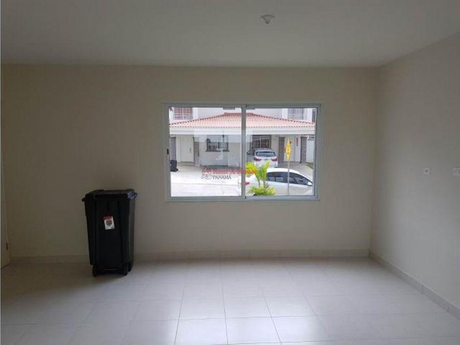 amplia casa en venta en la chorrera