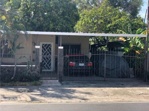 amplia casa en alquiler en parque lefevre