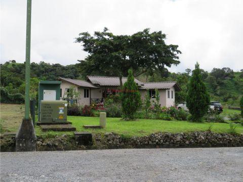 amplia casa en venta en volcan