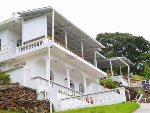 amplia casa en venta en campana