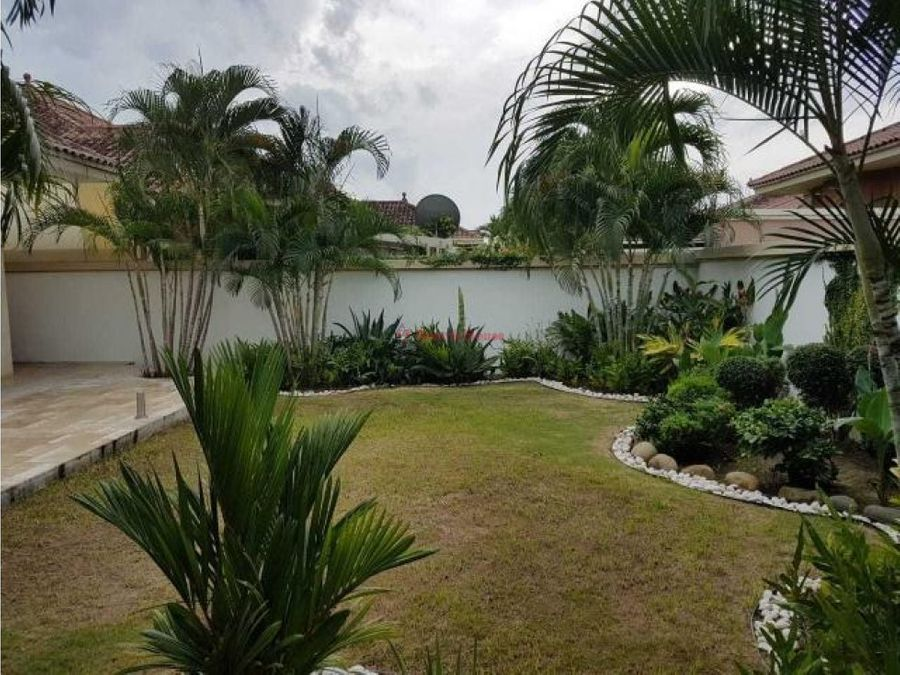 amplia casa en venta en costa sur panama