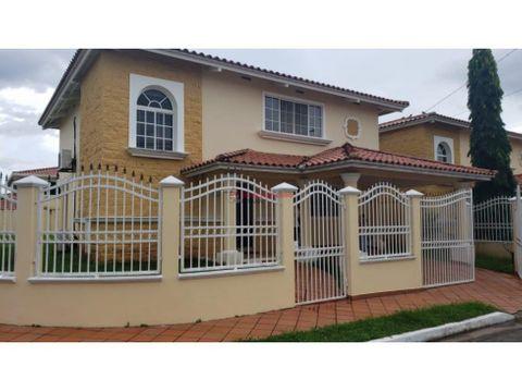amplia casa en venta en villa lucre
