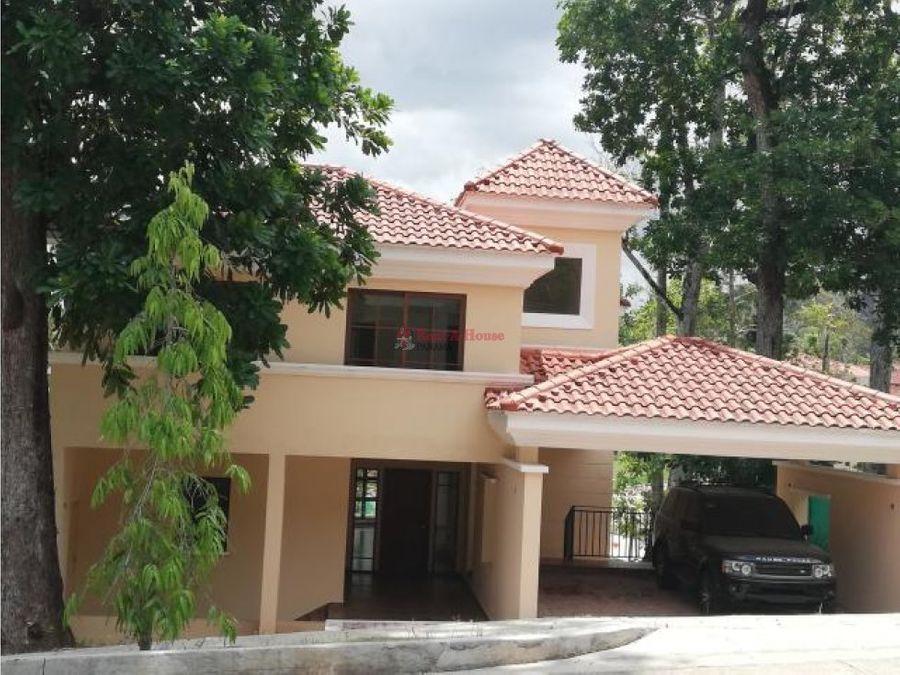 lujosa casa en venta en clayton