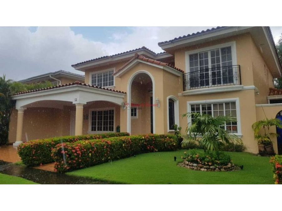 hermoso casa en venta en costa del este