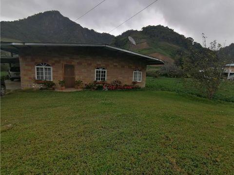 amplia casa en venta en cerro punta
