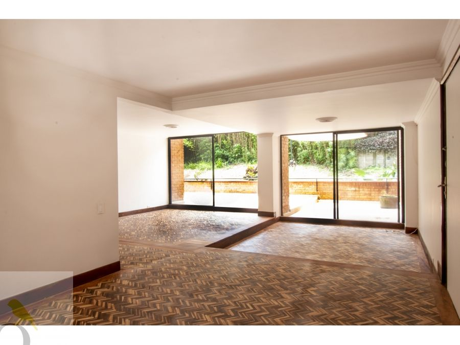 apartamento con terraza zona dos sur excelente para remodelar