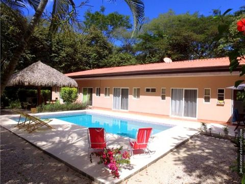 se vende villa mas apartamento en playa potrero flamingo