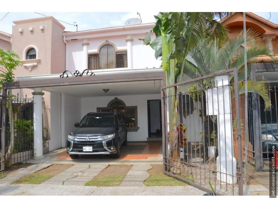 v128 casa en venta en paso de las garzas belen