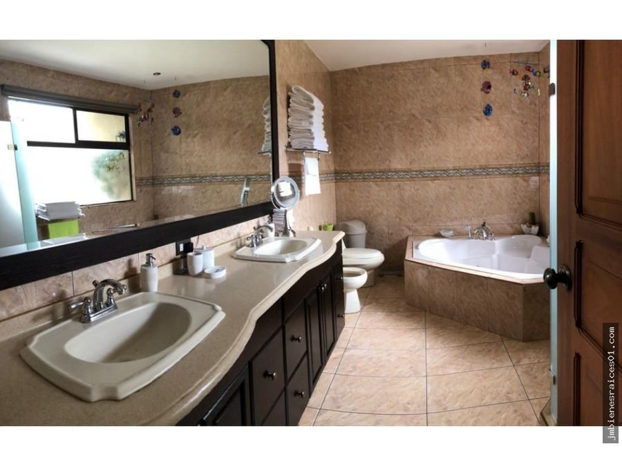 v151 elegante casa en bosques de dona rosa