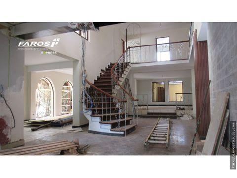 centrica casa en alquiler ideal para instituciones