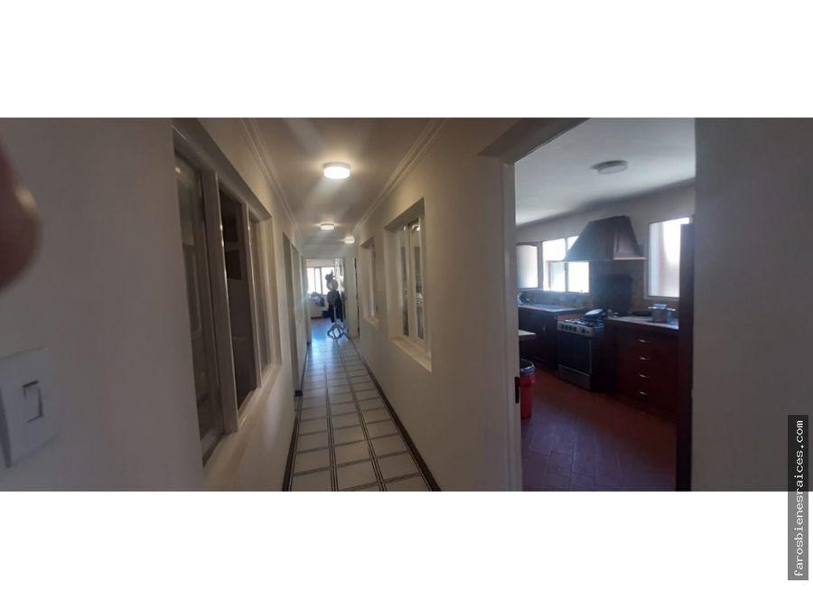 casa en venta con tres departamentos en av circunvalacion cbba