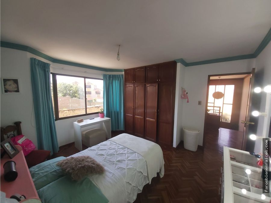 casa colonial con garzonier en venta linde cochabamba
