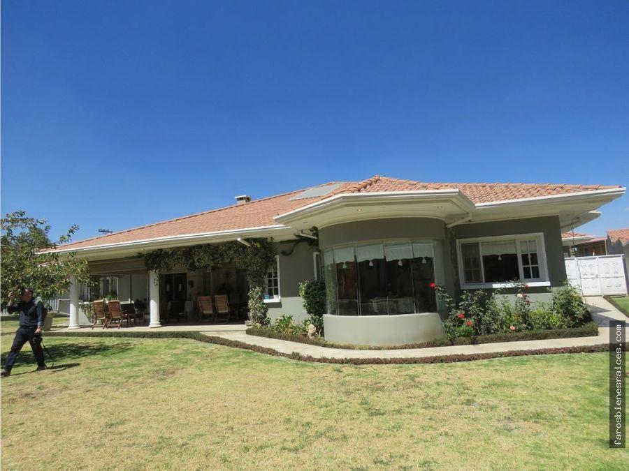 residencia con casa auxiliar garzonier