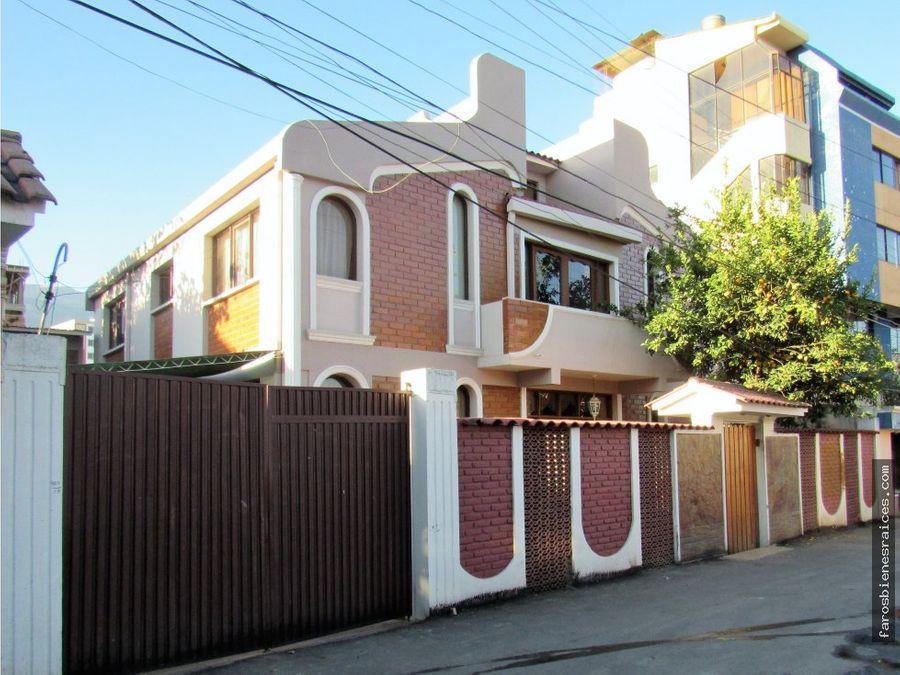 casa de dos plantas altillo zona sarco