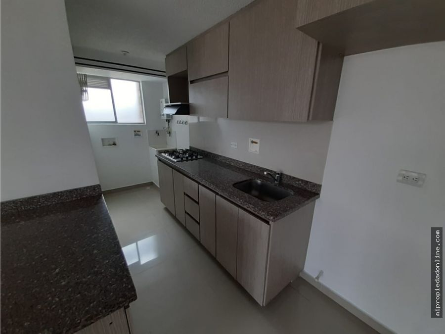venta apartamento en sabaneta parqueadero y util zona plana parque