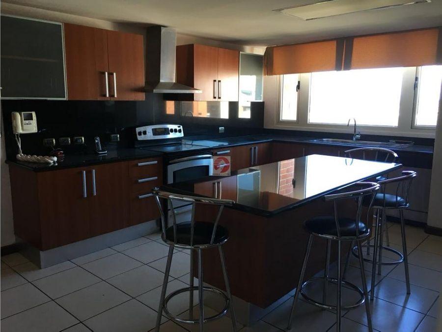 apartamento amplio en alquiler zona 14