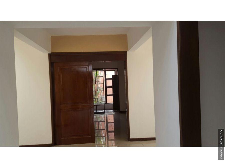 casa en alquiler zona 16 en condominio