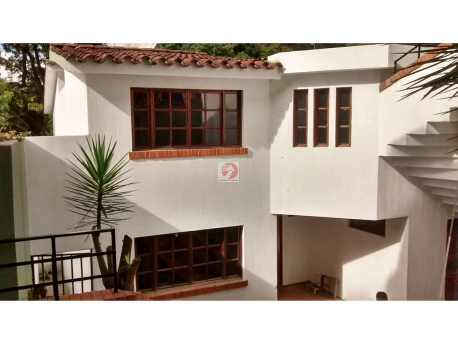 casa espaciosa de 2 niveles para oficina o vivienda en ceas