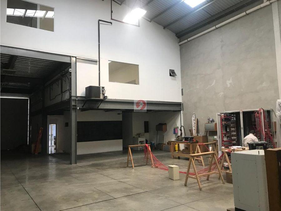bodega dentro de complejo en venta zona 12