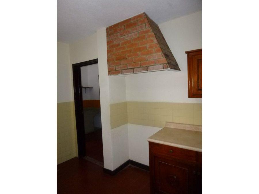casa de 2 niveles en alquiler zona 14