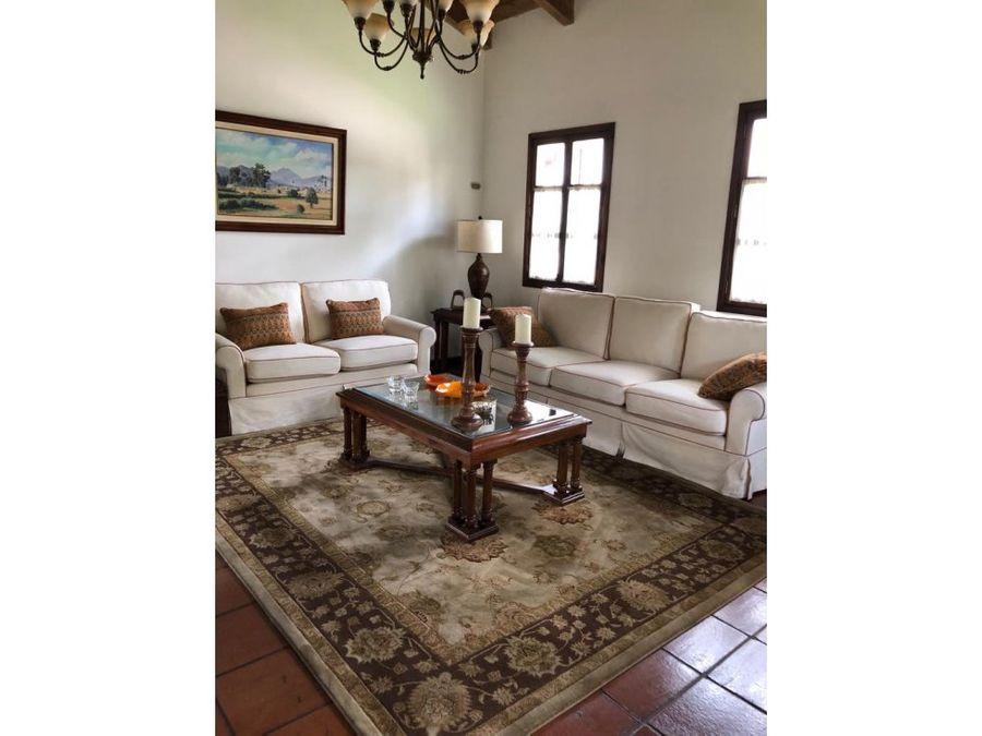 venta casa espaciosa en antigua guatemala