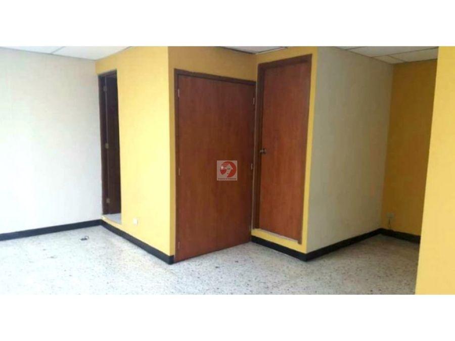 oficina con espacios amplios en alquiler zona 10