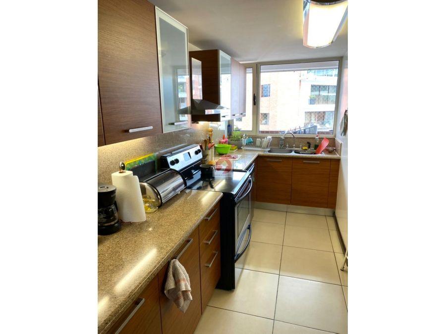apartamento con espacios amplios en venta zona 14