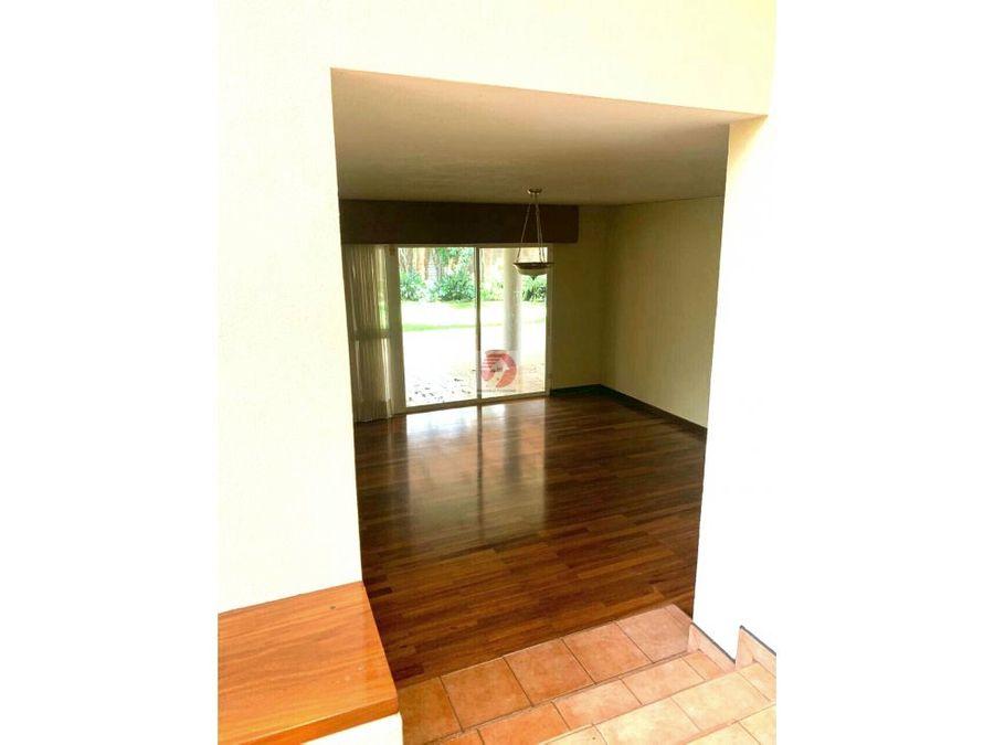 amplia casa para renta en condominio las luces