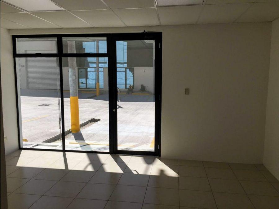 venta ofibodega dentro de complejo en calzada la paz zona 18