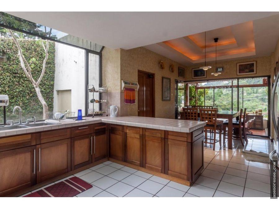 venta de casa espaciosa en condominio el prado z10