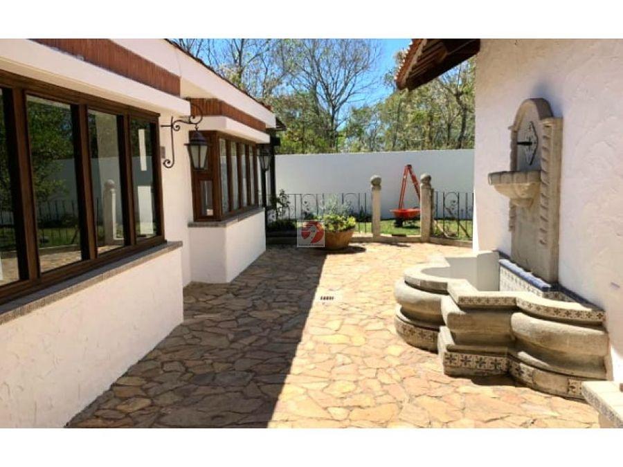 venta casa de un nivel con jardin grande en ces