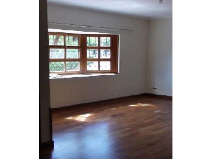 alquilo casa zona 10 en condominio