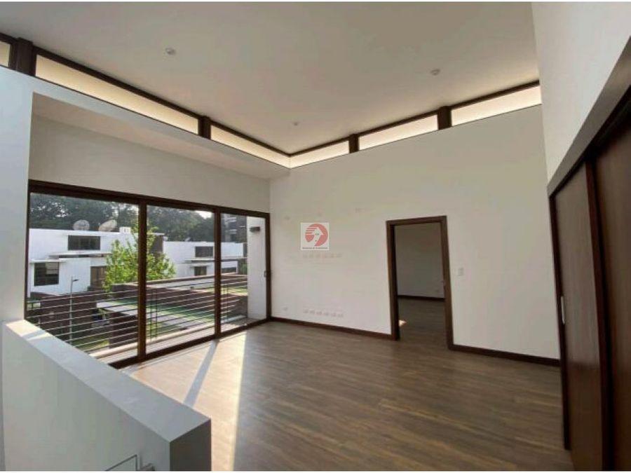 casa exclusiva de 4 habitaciones en venta zona 16