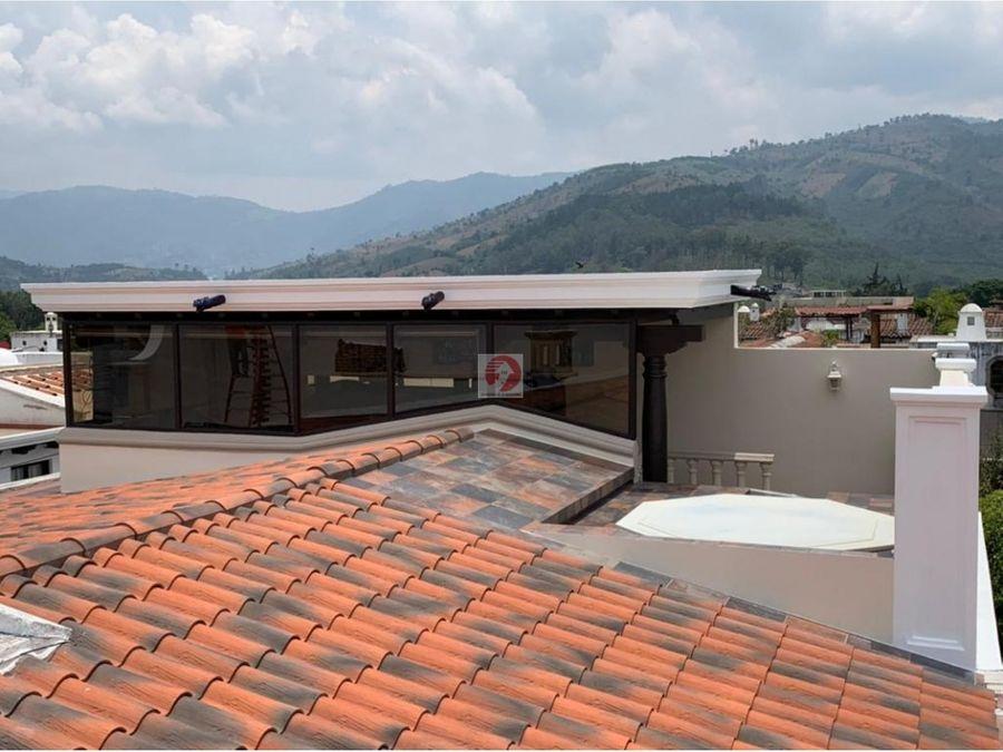 casa en condominio con vista a la piscina y volcanes antigua