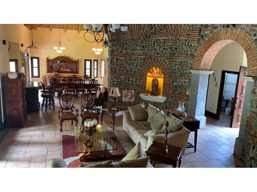 vendo y alquilo casa unica en antigua guatemala