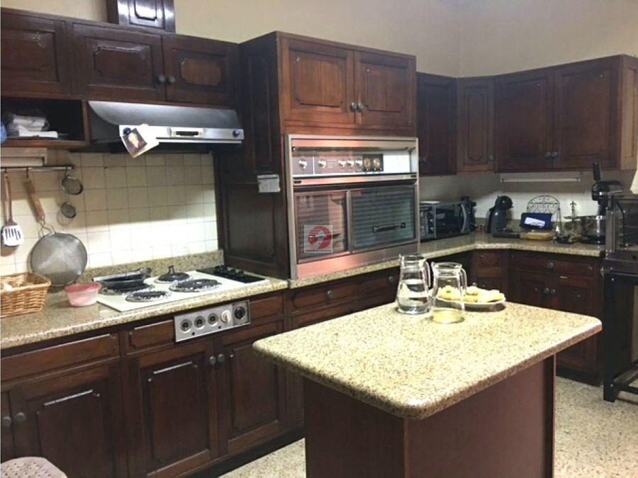 casa con de 4 habitaciones con espacios amplios en alquiler zona 10