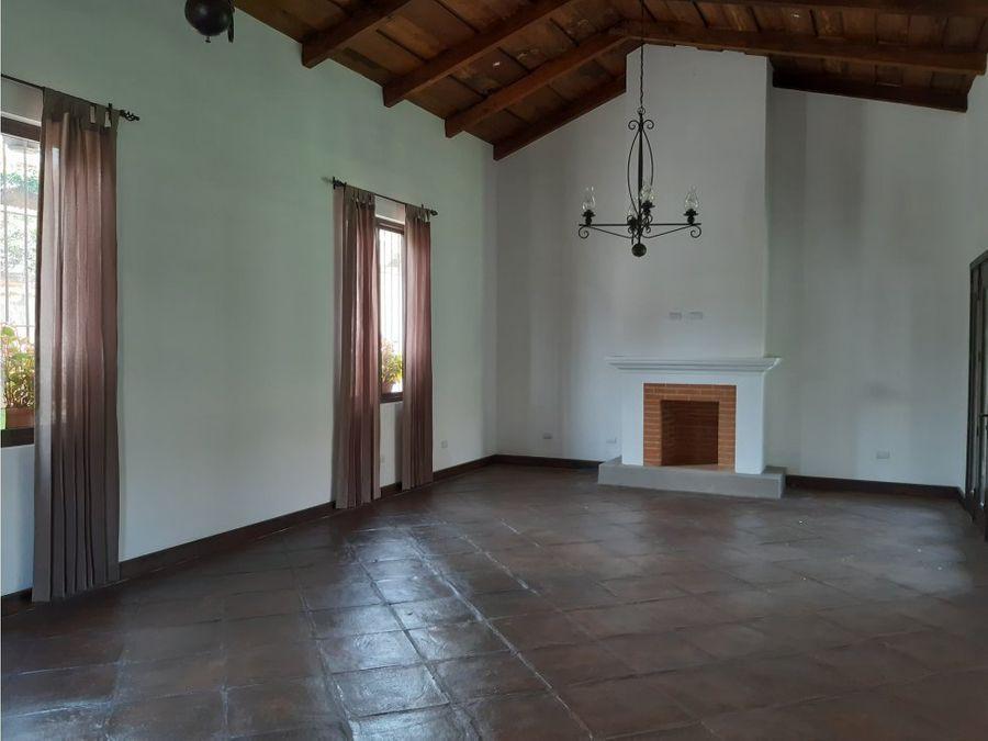 venta de casa en antigua guatemala