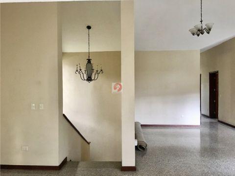 alquiler apartamento independiente 2do nivel de una casa en zona 10