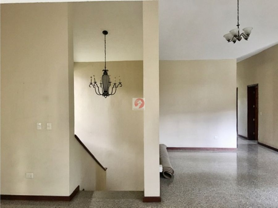 alquiler apartamento independiente 2do nivel de una casa en zona 10