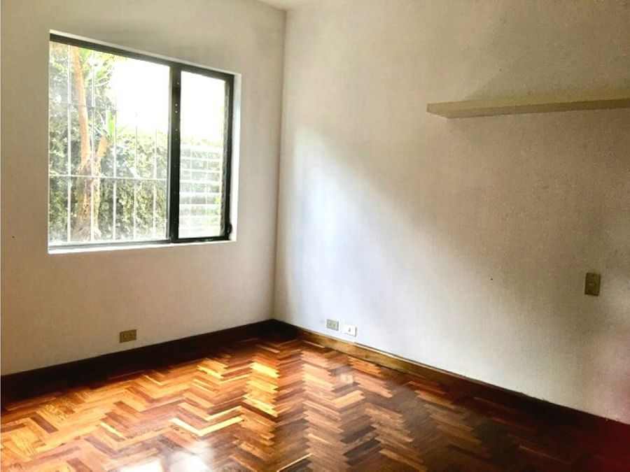 renta de casa de 4 dormitorios en condominio con jardin en zona 14