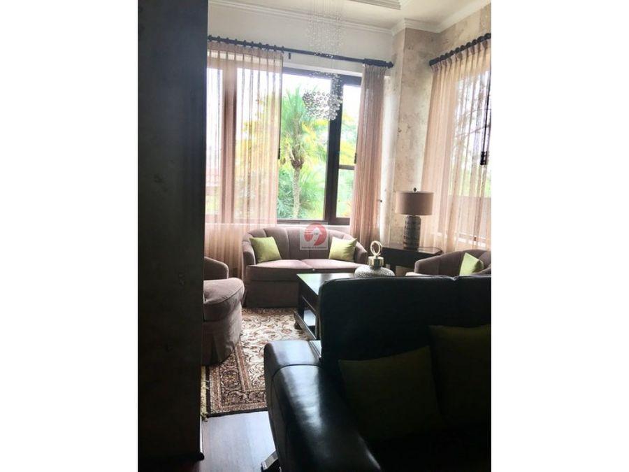 casa espaciosa con vista zona 16 sector exclusivo
