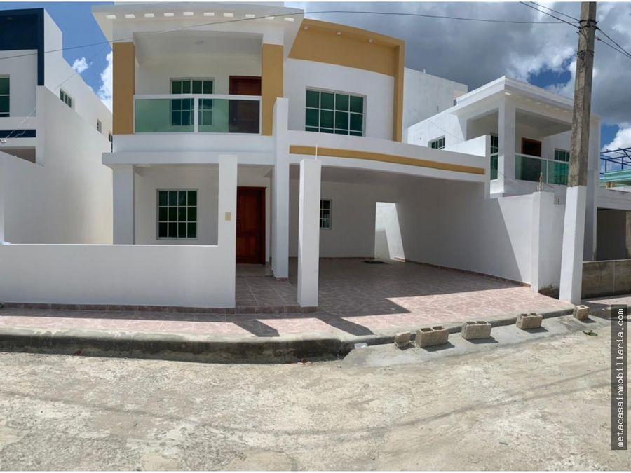 casas de 2 niveles 210mts de construccion en prado oriental