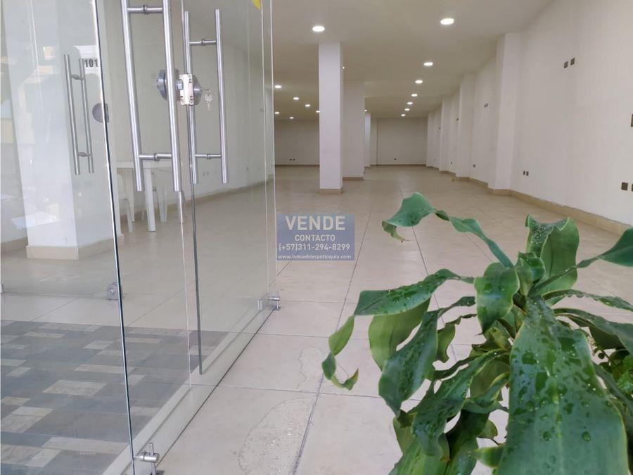 local comercial cerca al parque de envigado primer piso