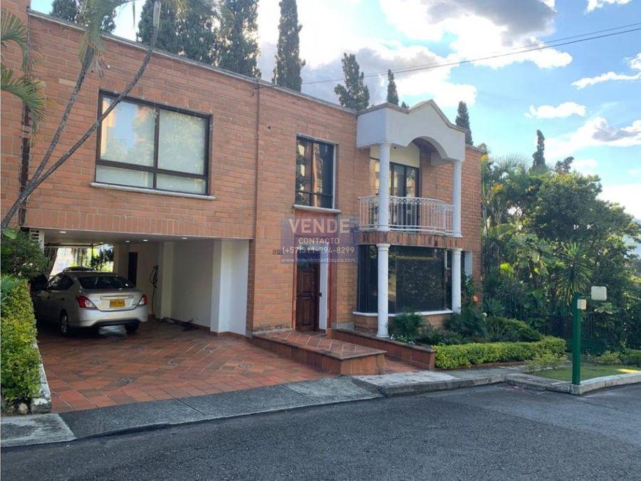 casa de 3 niveles con turco en el poblado