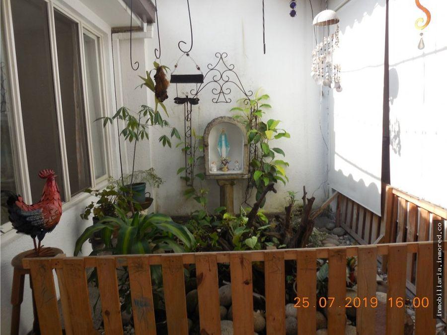 se vende casa en la flora bifamiliar