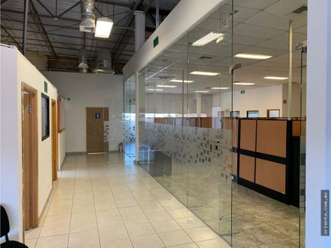 oficina de 518 m2 en plaza dekoro en renta