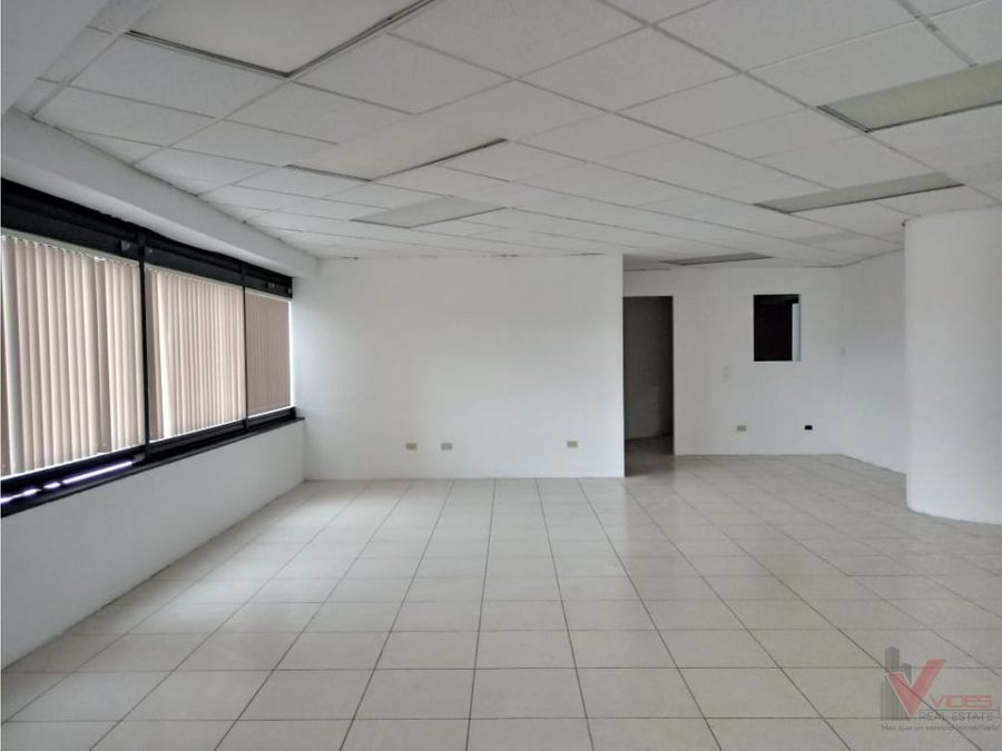 oficina de 12654 mts2 en renta en zona 10