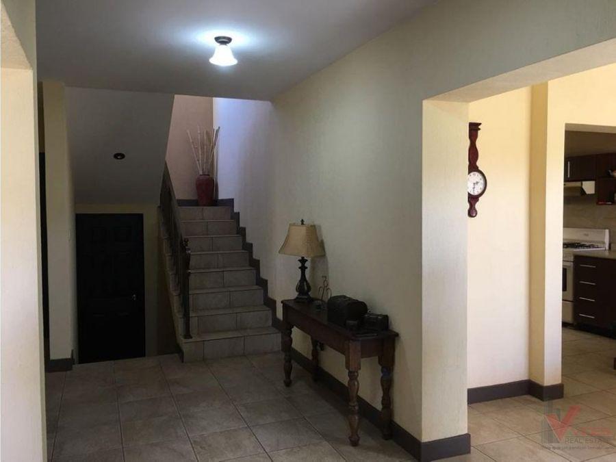 venta casa en 38 calle por hacienda real